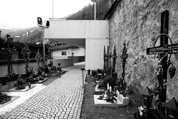 Kirchvorplatz Sölden 2009